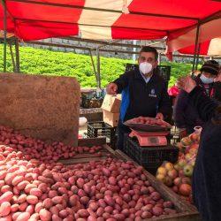 """Feriantes de Maipú llegan hasta El Tabo para entregar 26 toneladas de frutas, verduras y alimentos no perecibles en una gran """"Feria Solidaria"""""""