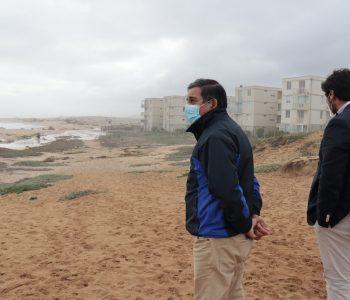 Alcalde de El Tabo llama a mantener distancia prudente en borde costero por marejadas