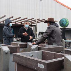 Plásticos reciclados se reconvierten en mobiliario urbano para El Tabo